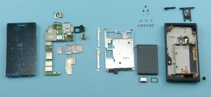 Nokia N9 rozłożona na części
