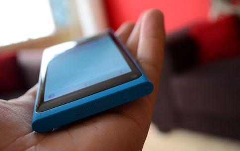 niebieska Nokia N9