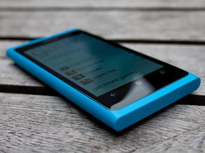 lumia 800 Nokia Lumia 800 sprzedawana z atrakcyjnymi gadżetami na