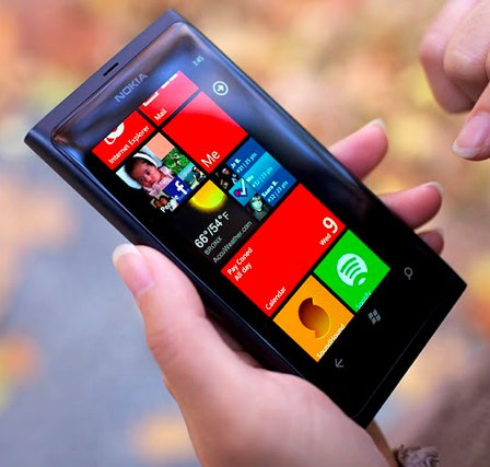 Nokia Lumia 800 homescreen