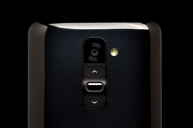 lg-g2-phone-top-back-camera-650x0